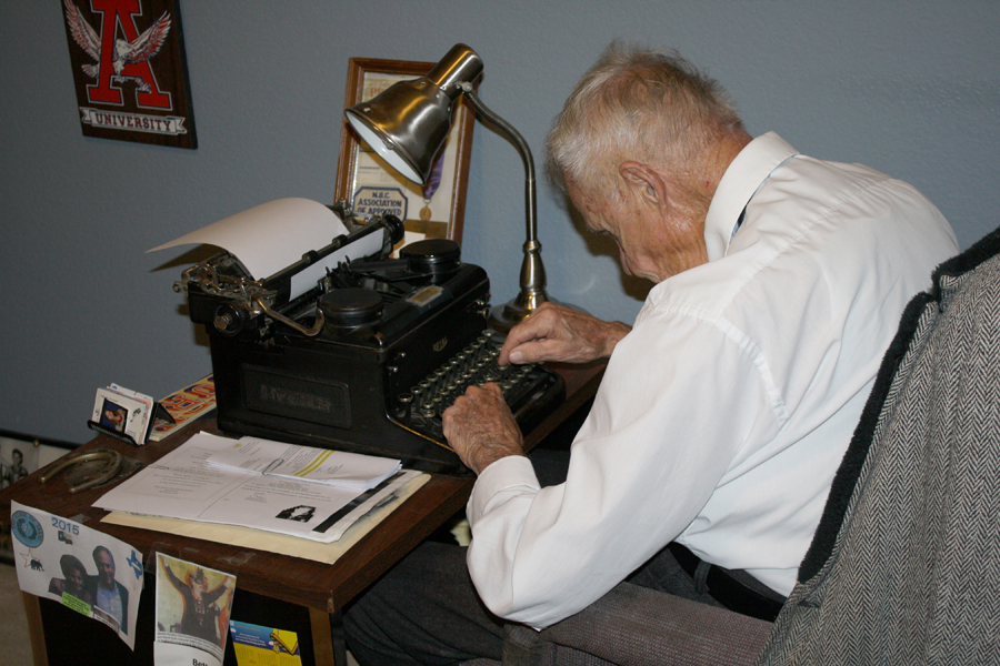 Writing history: Local WWII Veteran, former reporter to  receive award