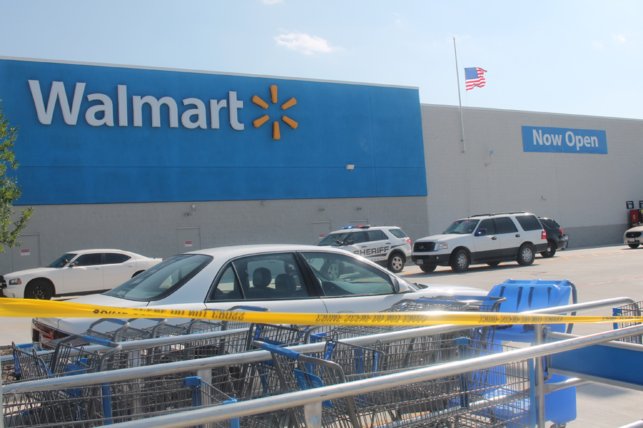 Texas Wal-Mart Worker Cut 2 After Conversation With Employer