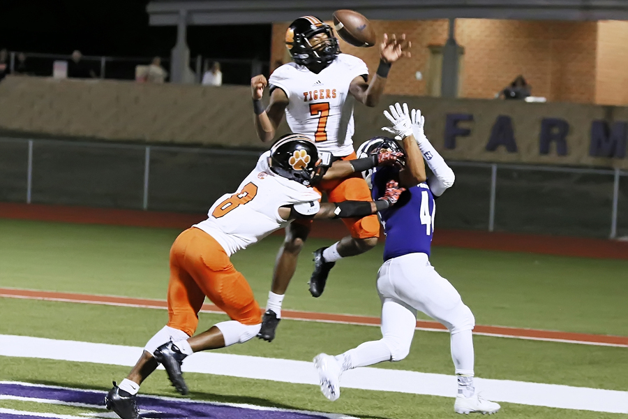 Farmersville rolls to district-opening win