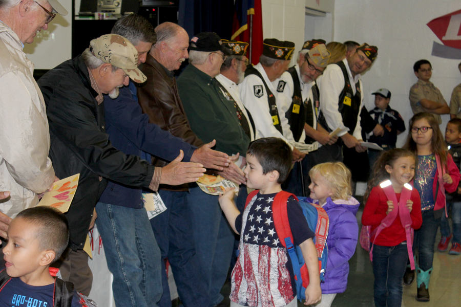 Videos: FISD students honor local veterans