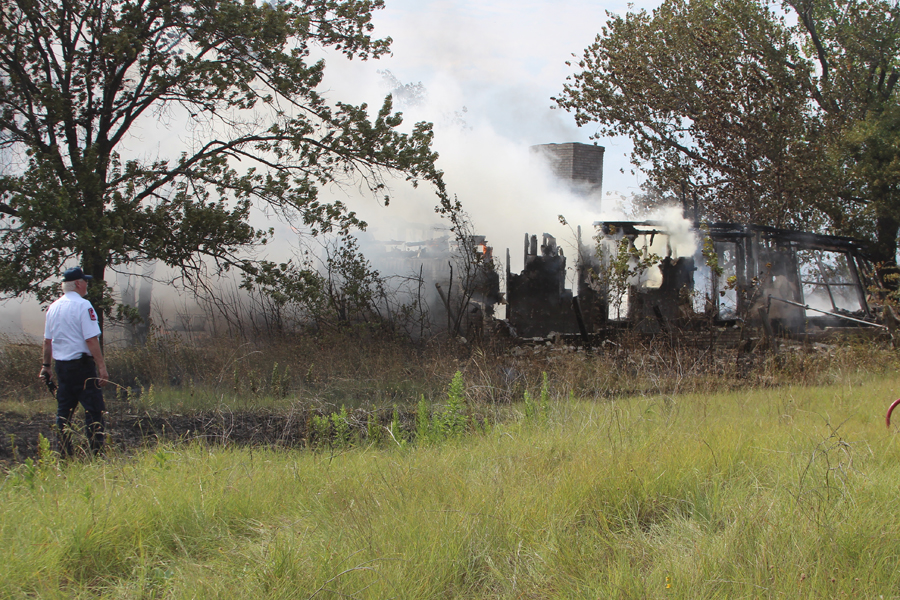 Video: Nine departments respond to grass/structure fire