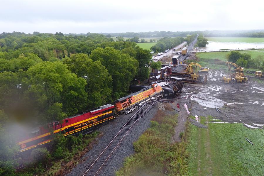 Video: Workers respond to train derailment