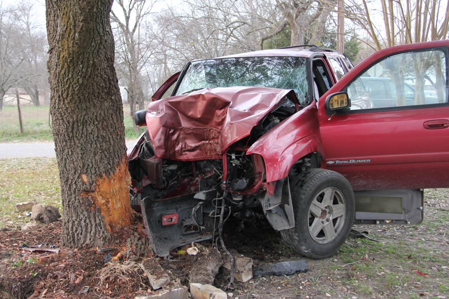 Wreck injures teen