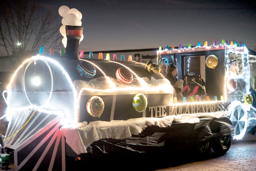 City plans holiday festivities