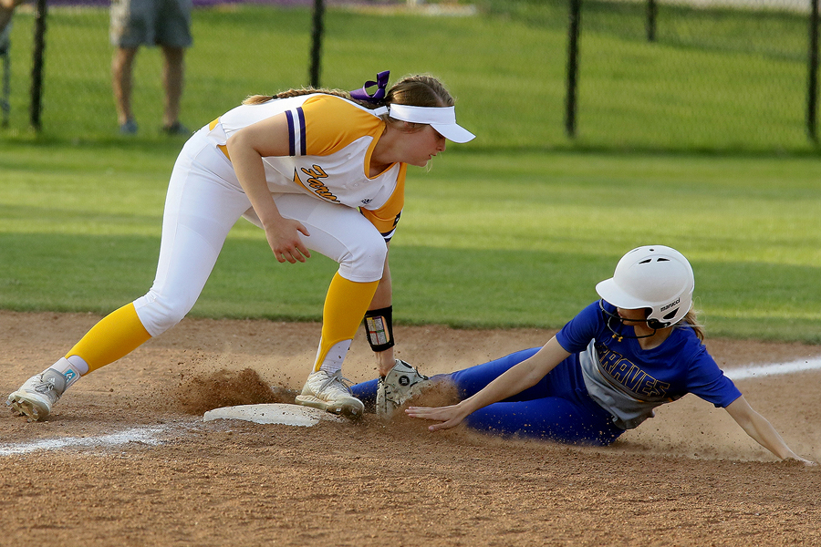 Lady Farmers win fourth consecutive district game